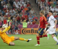 Lloris_Torres_and_Koscielny_Sweden-France_Euro_2012
